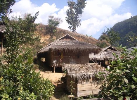 Bambusbehausung im Teedorf Pang Kahm