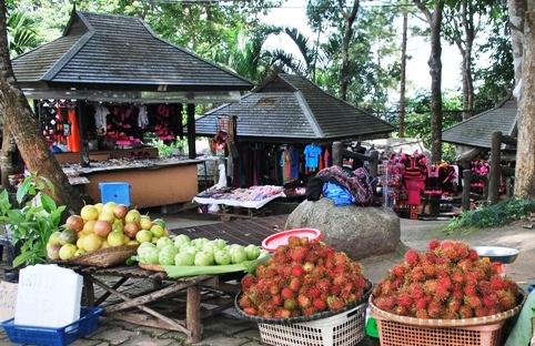 Doi Tung, Nordthailand, Hilltribe-Basar: agrarische Erzeugnisse und Handarbeiten