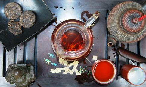 Aufgussfarbe von reifem Pu Erh Tee, Yunnan