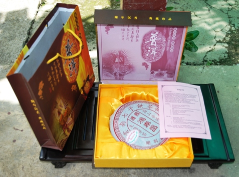Aufwendig verpackter Pu Erh Tee aus Doi Wawee, Nordthailand