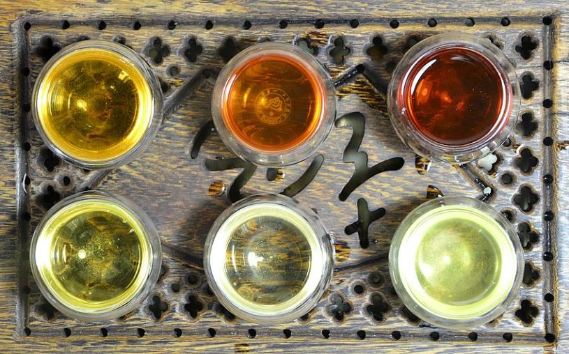 6 Teekategorien, trockenes Blatt - grüner Tee, schwarzer Tee, Oolong Tee, weißer Tee, gelber Tee, Pu Erh Tee