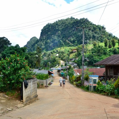 Dorfstraße von Pang Kham : Tor zur grünen Grenze nach Myanmar