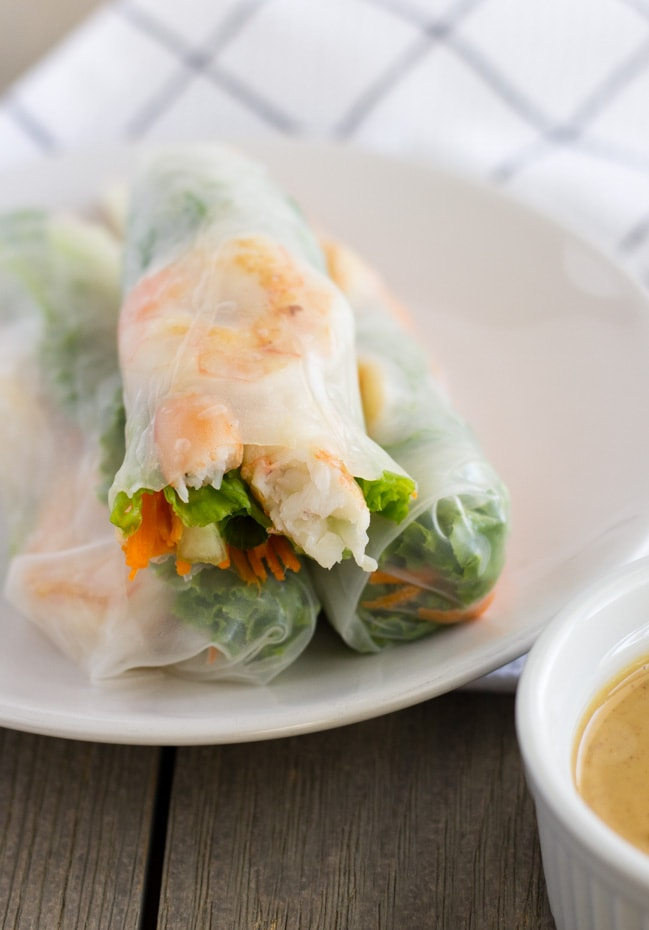 shrimp rice paper rolls with peanut