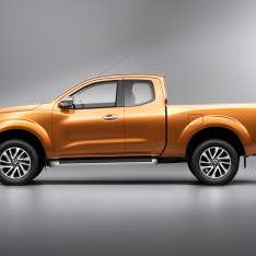 Nissan-NP300-Navara-12th-gen-King-Cab-side-view-studio