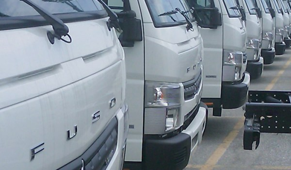 FUSO_Canters_Wait_at_Port