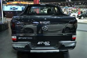2016-Mazda-BT-50-show-rear2