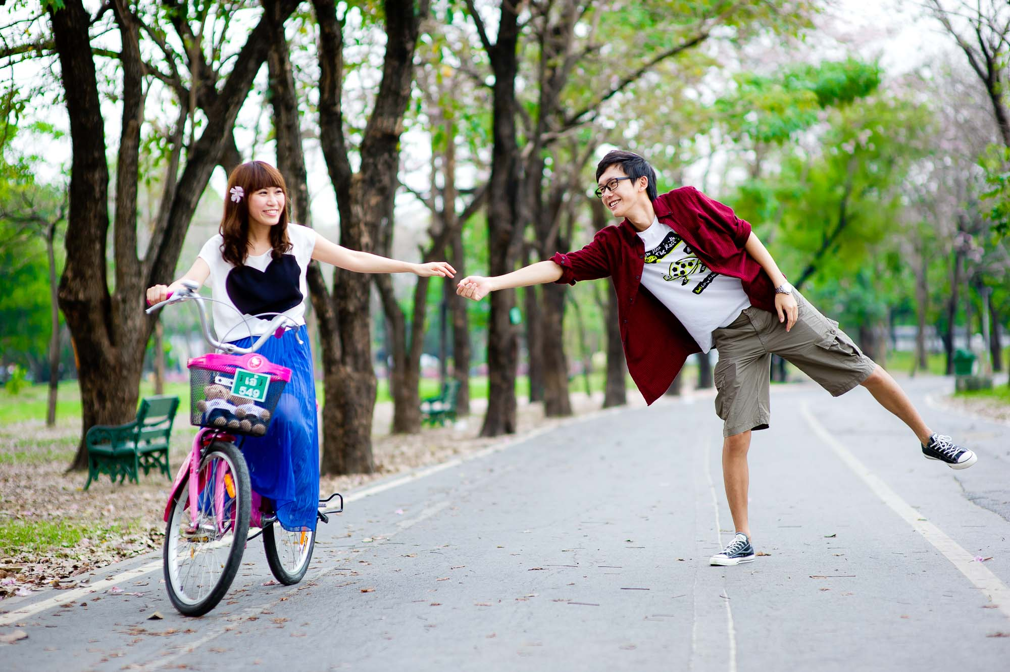 Photo of the Day: Couple in a park