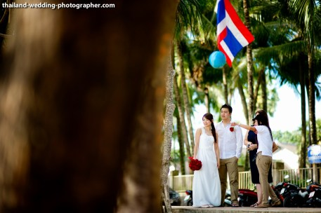 A mixed between engagement session and quick beach ceremony in Phuket, Thailand. The couple was from Singapore. Photo by NET-Photography | Thailand Wedding Photographer Phuket Wedding Studio phuket_wedding_09.JPG