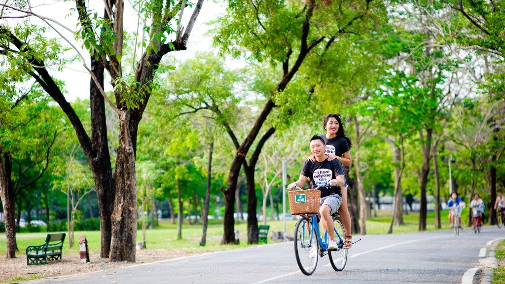 Engagement session of Maidoua and G at Rod Fai Park Bangkok Thailand