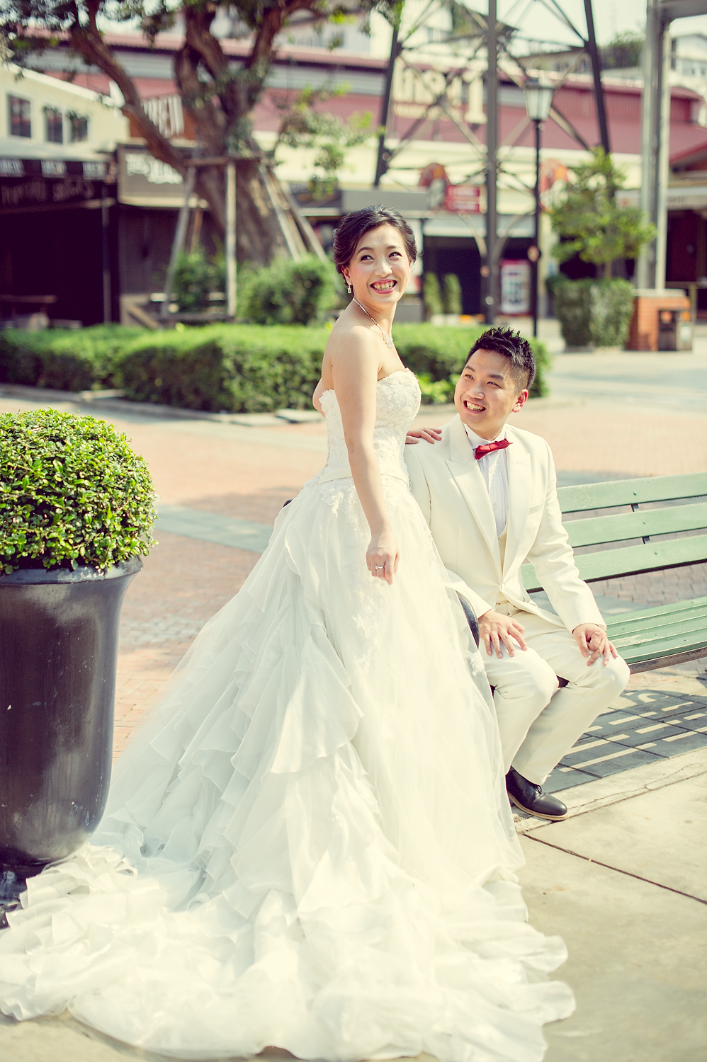 Pre-Wedding at Asiatique The Riverfront in Bangkok Thailand | Bangkok Wedding Photography