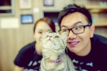 Si'En and Lai's Caturday Cat Cafe pre-wedding (prenuptial, engagement session) in Bangkok, Thailand. Caturday Cat Cafe_Bangkok_wedding_photographer_Si'En and Lai_0241.TIF
