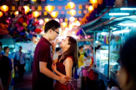 Yuchen and Wenquan's China Town pre-wedding (prenuptial, engagement session) in Bangkok , Thailand. China Town_Bangkok _wedding_photographer_Yuchen and Wenquan_0368.TIF