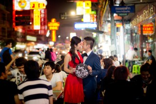 Cherlyn and Ben's China Town pre-wedding (prenuptial, engagement session) in Bangkok, Thailand. China Town_Bangkok_wedding_photographer__1296.TIF