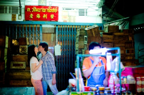 Tatiana and Alex's China Town pre-wedding (prenuptial, engagement session) in Bangkok, Thailand. China Town_Bangkok_wedding_photographer__1370.TIF