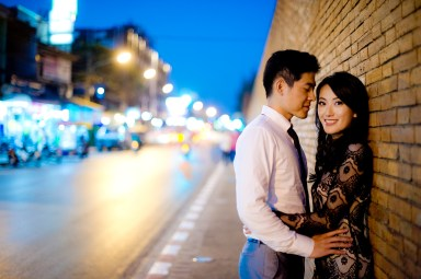 Ya-Win and Ray's City Wall pre-wedding (prenuptial, engagement session) in Chiang Mai, Thailand. City Wall_Chiang Mai_wedding_photographer_Ya-Win and Ray_0292.TIF