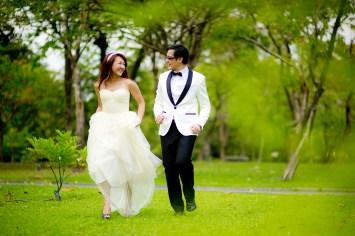 Loh and Jason's King Rama IX Park pre-wedding (prenuptial, engagement session) in Bangkok, Thailand. King Rama IX Park_Bangkok_wedding_photographer_Loh and Jason_1806.TIF
