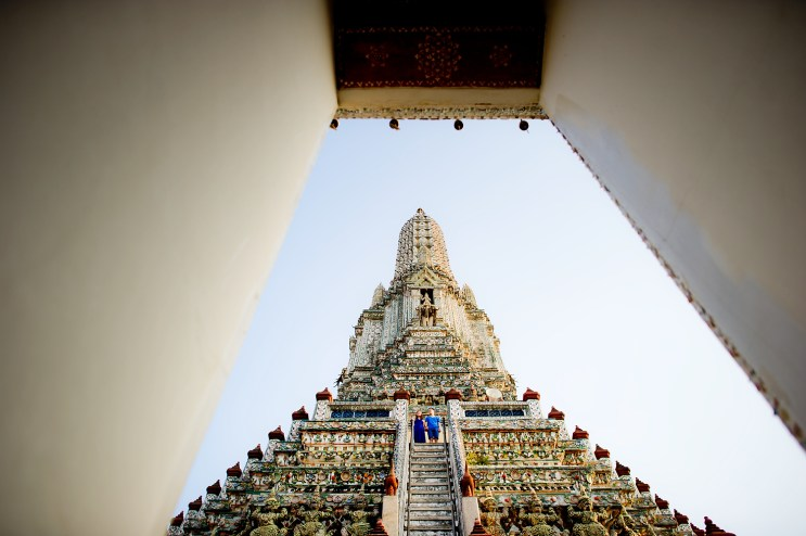 Yuchen and Wenquan's Wat Arun pre-wedding (prenuptial, engagement session) in Bangkok , Thailand. Wat Arun_Bangkok _wedding_photographer_Yuchen and Wenquan_0361.TIF