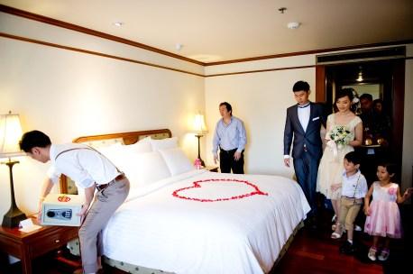 Oratai and Sophon's Anantara Riverside Bangkok Resort wedding in Bangkok, Thailand. Anantara Riverside Bangkok Resort_Bangkok_wedding_photographer_Oratai and Sophon_38.TIF