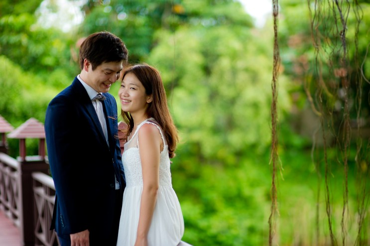 Rachel and Michael's Banyan Tree Phuket pre-wedding (prenuptial, engagement session) in Phuket, Thailand. Banyan Tree Phuket_Phuket_wedding_photographer_Rachel and Michael_37.TIF