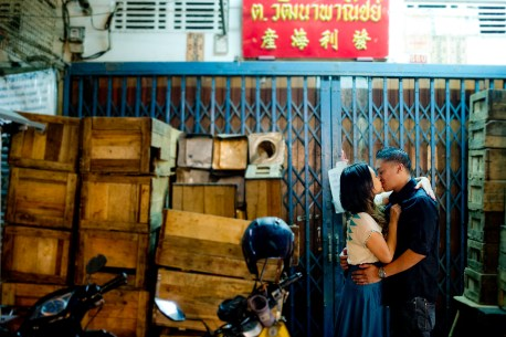 Astrid and Daniel's China Town pre-wedding (prenuptial, engagement session) in Bangkok, Thailand. China Town_Bangkok_wedding_photographer_Astrid and Daniel_02.TIF