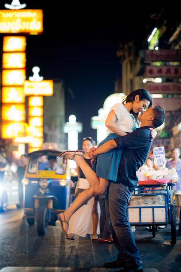 Astrid and Daniel's China Town pre-wedding (prenuptial, engagement session) in Bangkok, Thailand. China Town_Bangkok_wedding_photographer_Astrid and Daniel_04.TIF