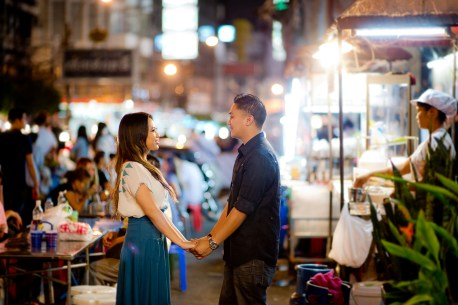 Astrid and Daniel's China Town pre-wedding (prenuptial, engagement session) in Bangkok, Thailand. China Town_Bangkok_wedding_photographer_Astrid and Daniel_05.TIF