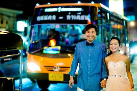 Moon and Chau's China Town pre-wedding (prenuptial, engagement session) in Bangkok, Thailand. China Town_Bangkok_wedding_photographer_Moon and Chau_120.TIF