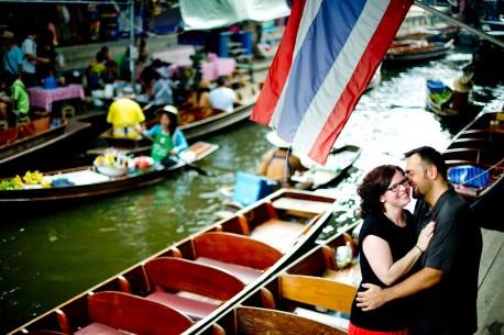 Nina and Michael's Damnoen Saduak Floating Market pre-wedding (prenuptial, engagement session) in Ratchaburi, Thailand. Damnoen Saduak Floating Market_Ratchaburi_wedding_photographer__02.TIF