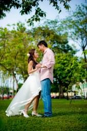 Moon and Chau's Park pre-wedding (prenuptial, engagement session) in Bangkok, Thailand. Park_Bangkok_wedding_photographer_Moon and Chau_107.TIF