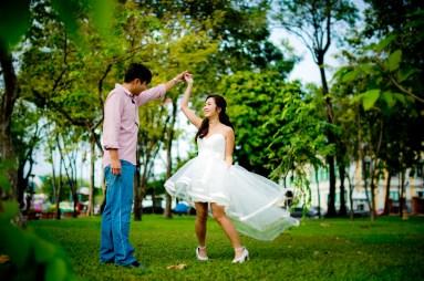 Moon and Chau's Park pre-wedding (prenuptial, engagement session) in Bangkok, Thailand. Park_Bangkok_wedding_photographer_Moon and Chau_108.TIF