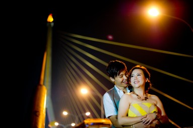 Gloria and Evan's Rama VIII Bridge pre-wedding (prenuptial, engagement session) in Bangkok, Thailand. Rama VIII Bridge_Bangkok_wedding_photographer_Gloria and Evan_2286.TIF