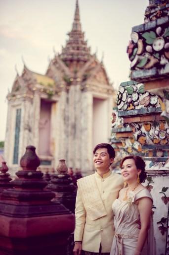 Gloria and Evan's Wat Arun pre-wedding (prenuptial, engagement session) in Bangkok, Thailand. Wat Arun_Bangkok_wedding_photographer_Gloria and Evan_2280.TIF