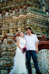 Moon and Chau's Wat Arun pre-wedding (prenuptial, engagement session) in Bangkok, Thailand. Wat Arun_Bangkok_wedding_photographer_Moon and Chau_118.TIF