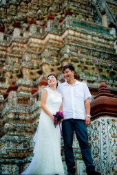 Moon and Chau's Wat Arun pre-wedding (prenuptial, engagement session) in Bangkok, Thailand. Wat Arun_Bangkok_wedding_photographer_Moon and Chau_118.TIF