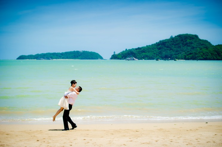 Xiaofen and Eric's Crowne Plaza Phuket Panwa Beach pre wedding (prenuptial, engagement session) in Phuket, Thailand. Crowne Plaza Phuket Panwa Beach_Phuket_wedding_photographer_Xiaofen and Eric_14.JPG