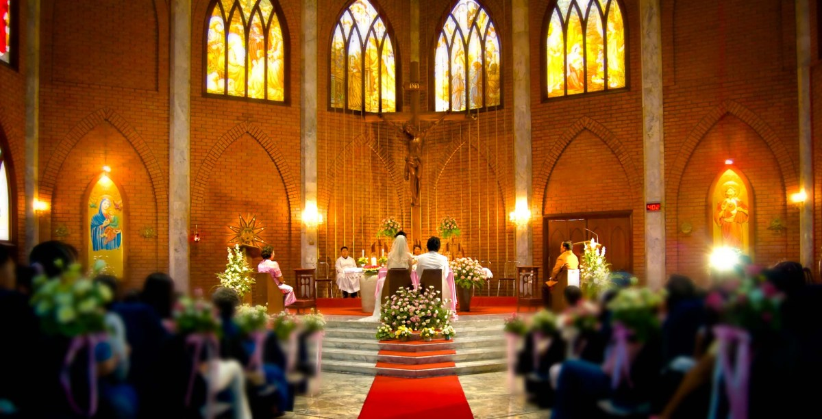 Photo of the Day: Bangkok Church Wedding