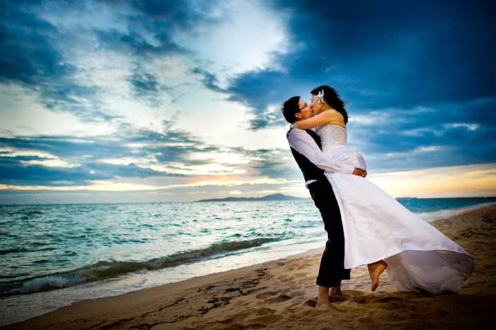 Kissing Photo | Pattaya Beach Wedding - Thailand Wedding Photography