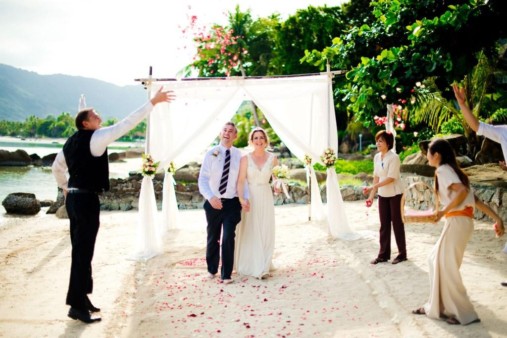 Destination wedding photo taken at Renaissance Koh Samui Resort & Spa in Thailand. NET-Photography | Thailand Documentary Wedding Photographer