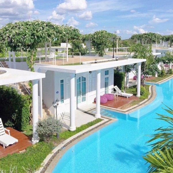3-villa-exterior-via-aeysmallworld