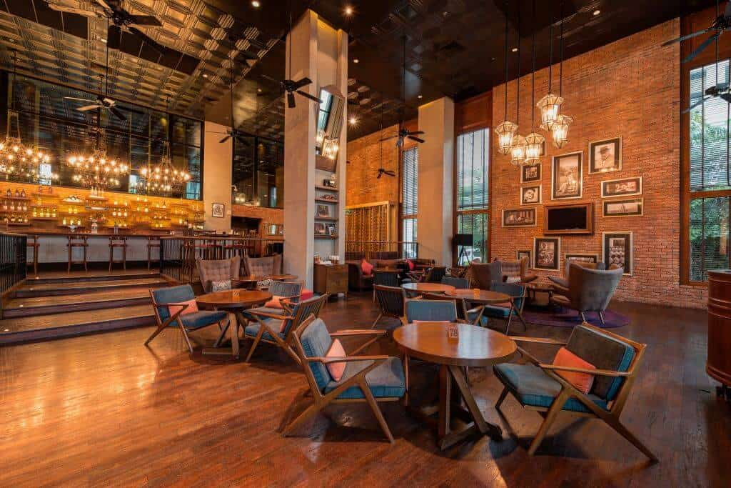 Holiday Inn Pattaya goes Cuban style with the retro Cuban-style Havana Bar and offers great time with meals, snacks, drinks and live music. Thailand Event Guide
