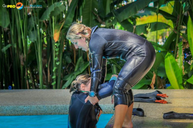 PADI Instructor training in the pool