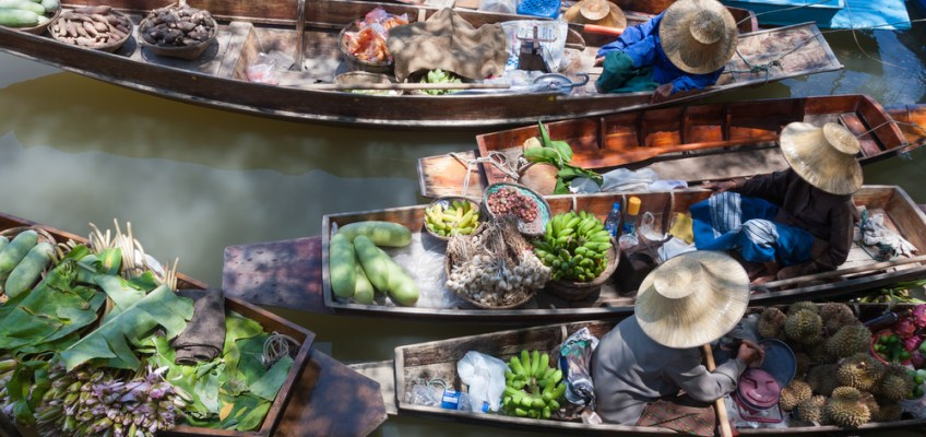 3 Floating Markets at Chachoengsao Thailand