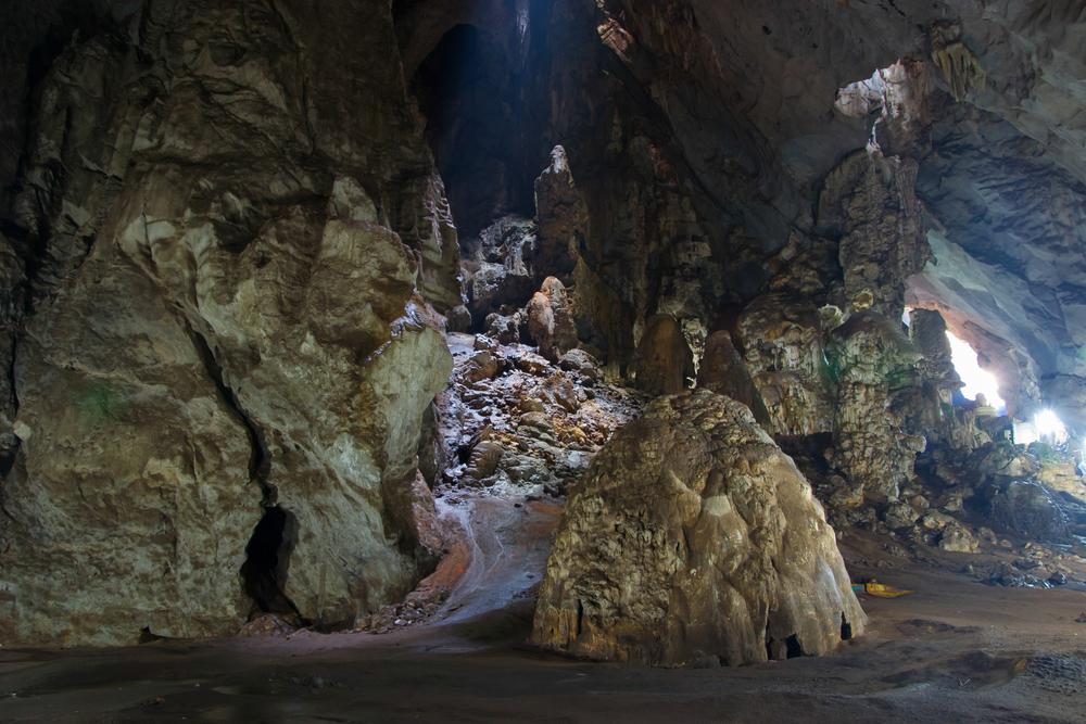 Erawan Cave (ถ้ำเอราวัณ)