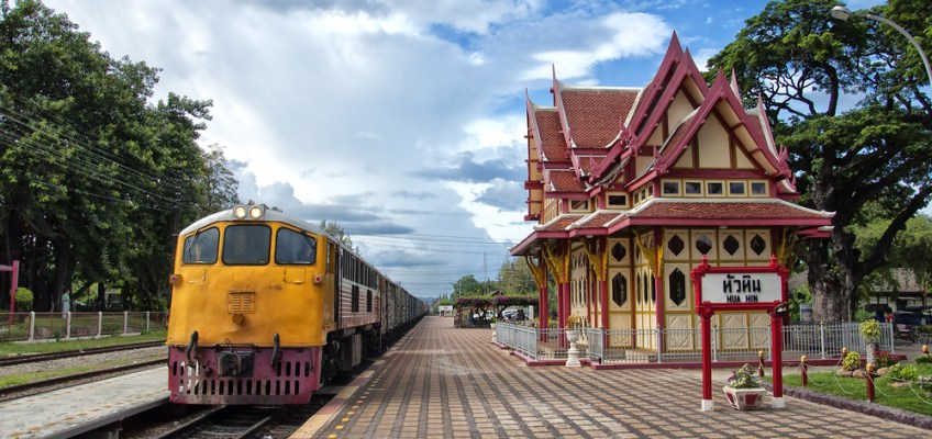 Hua Hin Railway Station (สถานีรถไฟหัวหิน)