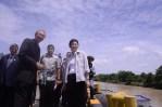 Yingluck Outreach at Pasak River