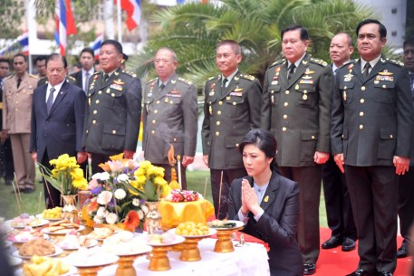 Yingluck offering prayers for continued peace