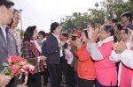 Nong Khai - Yingluck with the people