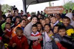Yingluck with rural children and women