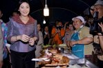 Ban Thaen Yingluck and the people