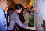 Ban Thaen Yingluck in discussion